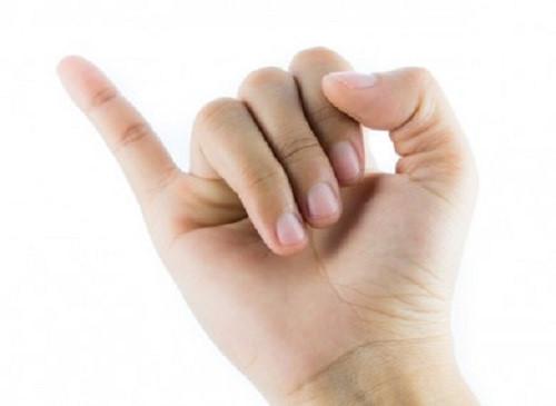Cậu nhỏ bé bằng ngón tay út